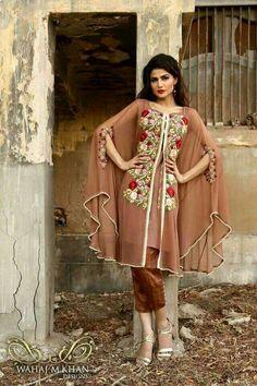 Most Popular Casual Dress Designs 2019 Pakistani Pakistani Fashion Casual, Pakistani Dresses Casual, Pakistani Bridal Dresses, Pakistani Dress Design, Indian Dresses, Casual Dresses, Pakistan Fashion, India Fashion, Tokyo Fashion