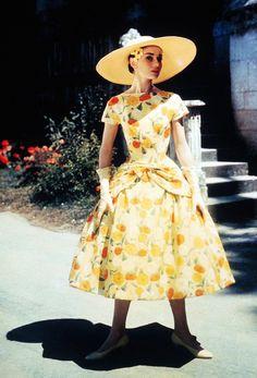 Pour le Cinéma, Givenchy Habillera Audrey Hepburn dans Sabrina, DROLE DE FRIMOUSSE, Diamants sur canapé, Charade ...