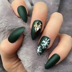 If you are looking for some Christmas green nail art ideas. We have Collected elegant Christmas nail art ideas for you. If you are looking for some Christmas green nail art ideas. We have Collected elegant Christmas nail art ideas for you. Cute Christmas Nails, Xmas Nails, Holiday Nails, Green Christmas, Elegant Christmas, Beautiful Christmas, Christmas Holiday, Green Nail Designs, Christmas Nail Art Designs