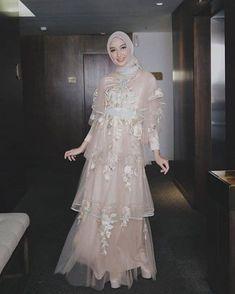 Dress Brokat Muslim, Dress Brokat Modern, Muslim Gown, Gaun Dress, Muslimah Wedding Dress, Muslim Wedding Dresses, Hijab Dress Party, Prom Party Dresses, Model Dress Kebaya
