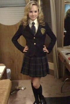 Good girl: Smartly dressed and ready for school. School Uniform Outfits, Cute School Uniforms, Girls Uniforms, Kilt Skirt, School Girl Dress, Girls In Mini Skirts, Pretty Outfits, Girl Outfits, Outfits