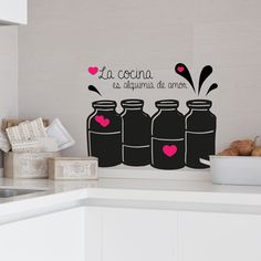 La cocina es alquimia de amor. Vinilo para decorar tu cocina, podrás compaginar dos colores de vinilo. Elige el que más te guste.
