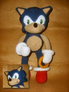 Sonic the Hedgehog plushie (with free crochet pattern)