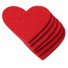 Deze vilten hartvormige onderzetters zorgen met liefde dat er geen kringen op je tafel komen. #Valentijn