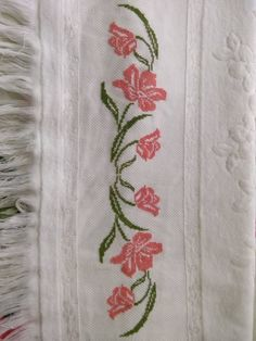 1 million+ Stunning Free Images to Use Anywhere Small Cross Stitch, Cross Stitch Borders, Cross Stitch Designs, Cross Stitching, Cross Stitch Embroidery, Cross Stitch Patterns, Embroidery Flowers Pattern, Hand Embroidery Designs, Flower Patterns