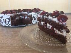 Μπλάκ φορεστ τουρτίτσα με σαντιγι και βύσσινα Party Desserts, Black Forest, Food And Drink, Sweets, Cookies, Cake, Yum Yum, Beauty, Kuchen