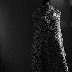 Poncho 100% lana produzione artigianale.  Spedizione in tutto il mondo.  Per info bertel.daniela@gmail.com www.facebook.com/danielabertel