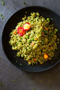 This Peruvian Green Rice is hands down the best side rice in the world! A bunch of coriander not only makes it green but extraordinarily nutritious and delicious! I'll opt out from the bacon grease though:/ Rice Recipes, Side Dish Recipes, Mexican Food Recipes, Real Food Recipes, Vegetarian Recipes, Cooking Recipes, Healthy Recipes, Ethnic Recipes, Water Recipes