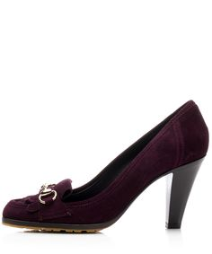 Le Jolie Gucci Plum Suede Loafers. Walk in with class and sophistication with the gorgeous purple suede heels featuring fringe detailing and silver metal rings at the toe box.