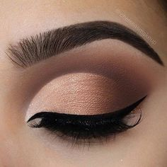 """RepostBy @beauty.feed.in: """" Credit @chelseasmakeup - Ombré cut crease Brows: @beautybakeriemakeup • Brown BROWnies Eyes: @beautybakeriemakeup • Neapolitan EyesCream palette (""""Strawberry"""" and """"You Scream"""" in the crease/outer v, """"Chocolate Chip"""" """"Powdered Sugar"""" and """"Pistachio on lid) Glitter: @beautybakeriemakeup • Brown sprinkles to line the bottom of the liner Liner: @beautybakeriemakeup • black milk gelato Lashes: @luxylash • in """"keep it 100"""" as always #beautybakerie #makeup #..."""