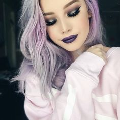 Loving how gorgeous hailie barber looks in this sultry and sexy purple smokey makeup look. It matches her lavendar locks that is perfect for the fall! Pink Hair Dye, Hair Color Purple, Dyed Hair, Purple Gray, Pink Eyeliner, No Eyeliner Makeup, Hailie Barber, Danielle Souza, Rosa Hair