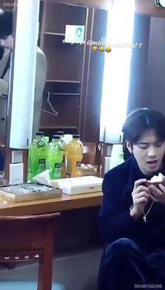 Jackson Wang Funny, Got7 Jackson, Korean Boys Hot, Korean Boys Ulzzang, Boyfriend Video, Boyfriend Pictures, Cute Couple Art, Cute Couples, Go7 Mark