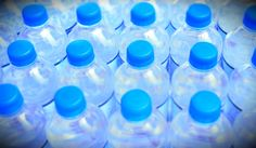 Água engarrafada é sinônimo de saúde? Nem sempre, mas com certeza é menos sustentável. Saiba como você pode estar simplesmente sendo iludido pelo marketing