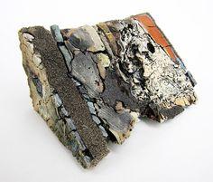 """Enfouissement No.21: Coin nord-Croix-section , 2012. DIVERSES argiles, glaçures Et Les taches; 7 """"x 12,5"""" x 9 """""""