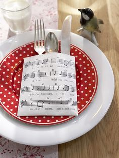 Vintage sheet music…would be rad to use holiday songs for a christmas dinner party Christmas Table Settings, Christmas Tablescapes, Christmas Table Decorations, Decoration Table, Holiday Tablescape, Christmas Carol, Christmas Holidays, Christmas Crafts, Christmas Music
