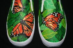 Hand Painted Flutter by Butterfly Shoes - Beaded bracelets - Schuhe Custom Painted Shoes, Painted Toms, Painted Canvas Shoes, Painted Sneakers, Hand Painted Fabric, Painted Clothes, Hand Painted Shoes, Custom Shoes, Cheap Toms Shoes