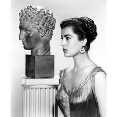 Hellas Inhabitants Of The Shiny Stone: Eternal greek beauty! Greek actress Irene Pappas next to a greek statue Irene Papas, Divas, Greek Beauty, Greek Culture, Hollywood, Portraits, Greek Art, Ancient Greece, Movie Stars