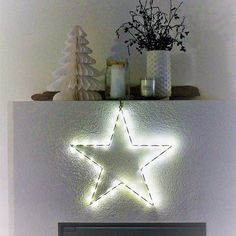 Hillitysti, mutta pikkuhiljaa #joulutähti#joulu#valkoinen#kuusi#takka Decor, Chrismas, Display, Christmas, Home Decor, Inspiration
