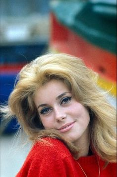 Catherine Deneuve: French film actress, has never acted on stage. Catherine Deneuve, Jacqueline Bisset, French Beauty, Classic Beauty, Christian Vadim, Emmanuelle Béart, Candice Bergen, Isabelle Huppert, Delon