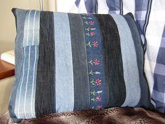 pillowcover front  reused/repurposed jeans. kussenhoes voorkant hergebruikte spijkerkleding.