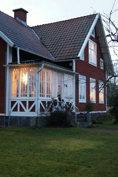 Traditional red and white Swedish house by Lantliv i Norregård … Swedish Cottage, Red Cottage, Swedish House, Cottage Homes, Red Houses, This Old House, Scandinavian Home, House Goals, Architecture