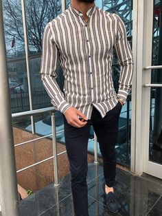Shannon Yellow Slim Fit Striped Casual Shirt 1 Formal Shirts For Men, Casual Shirts, Smart Casual Menswear, Men Casual, Outfit Hombre Formal, Military Fashion, Mens Fashion, Party Gown Dress, Military Style Jackets