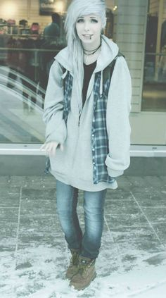 o.o She's really pretty. And so it was decided that black piercings look amazing on pale people. Yupp.
