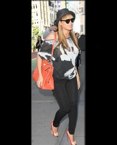 #Beyonce: Maternity Look Loose top with jeans and fedora--Preggo and still cute! Shop DivaMall.tv