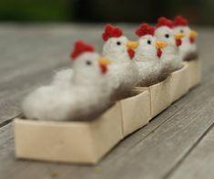 Aguja de fieltro pollo gallina con huevo por scratchcraft en Etsy, $21.00