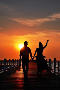 I& Be Your Sunset If you& be my silhouette Couple Photoshoot Poses, Couple Photography Poses, Sunset Photography, Silhouette Fotografie, Couple Beach Pictures, Love Wallpapers Romantic, Lovers Images, Silhouette Photography, Cute Couple Art