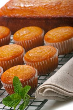 + Muffins a l'Orange Biscuit Cupcakes, Yummy Cupcakes, Cookies Et Biscuits, Baking Recipes, Cake Recipes, Dessert Recipes, Mini Cakes, Cupcake Cakes, Biscuit Bread