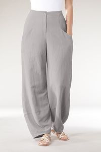Trousers Benita at Oska Seattle.: Trousers Benita at Oska Seattle. Mode Abaya, Mode Hijab, Casual Chic, Casual Wear, Mode Pop, Boho Fashion, Fashion Design, Hijab Fashion, Fashion Clothes