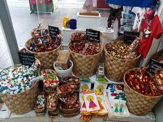 ¡Todo listo para las fiestas del Pilar! Adoquines, guindas, frutas de Aragón...