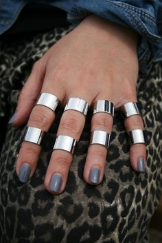 Love the half finger ring. If only it was gold.