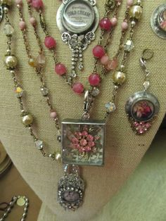 Sassytrash: Holiday inspiration and weekend events featuring talented friends - Diy Jewelry Soldering Jewelry, Resin Jewelry, Jewelry Crafts, Jewelry Art, Beaded Jewelry, Jewelry Accessories, Jewelry Design, Jewelry Ideas, Jewellery