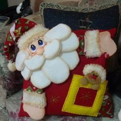 Moldes e Apostilas para Artesanato: Christmas Sewing, Felt Christmas, Christmas Projects, Christmas Holidays, Christmas Ornaments, Christmas Centerpieces, Christmas Decorations To Make, Christmas Cushions, Fabric Dolls