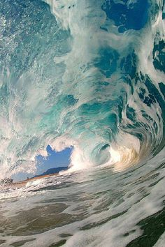 Inside an Ocean Wave's Barrel!