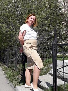 Юбка-карандаш - выкройка № 123 из журнала 10/2018 Burda – выкройки юбок на Burdastyle.ru Khaki Pants, Skirts, Fashion, Moda, Khakis, Fashion Styles, Skirt, Fasion
