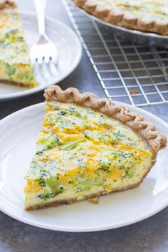An easy broccoli cheese quiche recipe, made with just 5 ingredients! This broccoli cheddar quiche is a family favorite for dinner, breakfast or lunch! Easy Broccoli Cheese Quiche Ingredients) Lynda Albert ellebeeaye Recipes An easy broccoli chee Quiche Recipes, Brunch Recipes, Breakfast Recipes, Yummy Recipes, Dinner Recipes, Weeknight Recipes, Yummy Food, Healthy Recipes, Breakfast Items