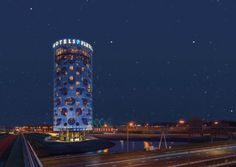 Fletcher Hotel Amsterdam is een uniek en origineel ontwerp. Het 4-sterrenhotel is namelijk helemaal rond (24 meter doorsnede) en is ontworpen door de wereldwijd bekende architect Benthem Crouwel.