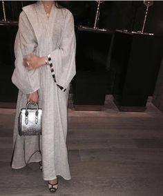 IG: Hinds.Lounge    Abaya Fashion    IG: Beautiifulinblack: