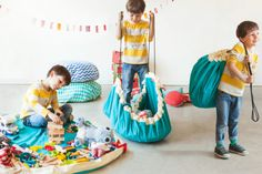 sac de rangement play and go toy storage play and go Toy Storage Bags, Kids Storage, Storage Ideas, Domestic Cleaning, Cement Art, Play N Go, Baby Pillows, Turquoise, Home Living