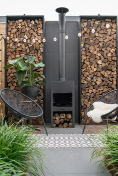 Get inspired from our collection of outdoor firewood storage ideas of how to store the firewood in the way to keep it dry and easy to get it. #ModernGarden
