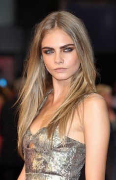 cara delevingne {dirty blond hair color} Fashion model Cara Delevingne rocks straight and sexy dirty blonde locks with bold brows. Cara's dirty blonde hair color is achieved with a dark blonde base and ash blonde overtones. Plus, those eyebrows. Summer Haircuts, Long Layered Haircuts, Straight Hairstyles, Bold Haircuts, Celebrity Haircuts, Layered Hairstyles, Spring Hairstyles, Bob Hairstyles, Looks Rihanna