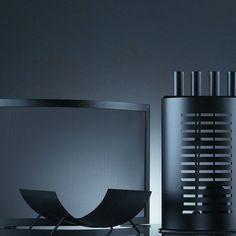 Accessoires parefeu porte buches de cheminée de design contemporain en acier noir Saegi pour KRD