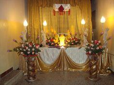 Altar Flowers, Church Flower Arrangements, Church Flowers, Church Altar Decorations, Flower Decorations, Corpus Christi, Alter Decor, Holy Thursday, Christ The King
