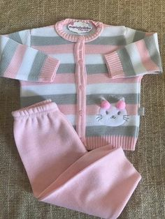 Baby Cardigan Knitting Pattern Free, Baby Knitting, Knitting For Kids, Little Girl Outfits, Kids Outfits, Toddler Fashion, Kids Fashion, Baby Girl Boutique, Baby Shower Crafts