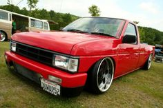 Nissan Custom Lowrider Pickup Nissan Vans, Nissan Trucks, Chevy Trucks, Pickup Trucks, Nissan Hardbody, Custom Wheels, Custom Cars, Nissan Tuning, Nissan Terrano