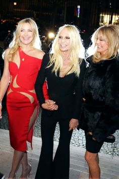 Kate Hudson at Atelier Versace It's official—we can't get enough of Kate. The blonde bombshell stepped out in a red Atelier Versace number to the design house's couture show in Paris. All Fashion, Star Fashion, Couture Fashion, Fashion Beauty, Donatella Versace, Atelier Versace, Kate Hudson, Celebs, Celebrities