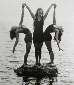 ∴ Trios ∴ the three graces & groups of 3 in art and photos - The Three Graces in Bathing Suits